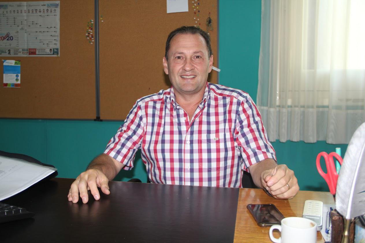 el secretario de Salud Fernando Giacomino